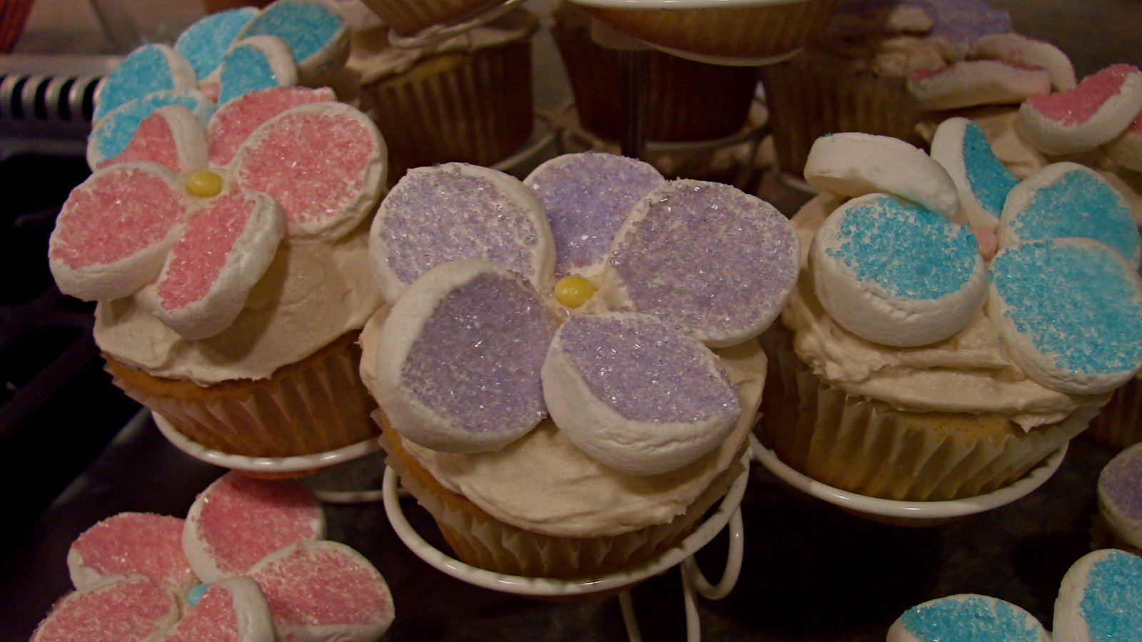 Cupcake Decorating Ideas With Marshmallows : Notions from Nonny: Decorating with Marshmallows