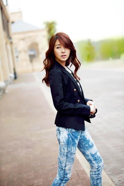Yoon Eun Hye: Tubuh Elok dalam Balutan Jeans