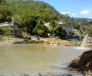 Entulhos levados pela chuva até ponto de captação da Casal deixam seis municípios sem abastecimento