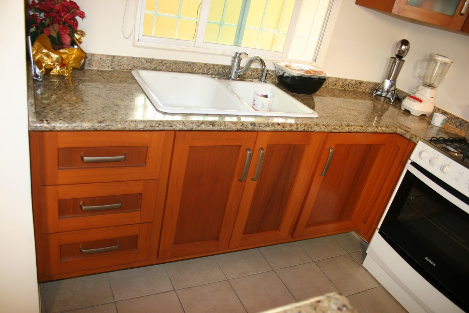 Demadera veracruz cocinas for Modelos de puertas de madera para cocina integral