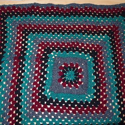 eight acres: easy crochet knee rug