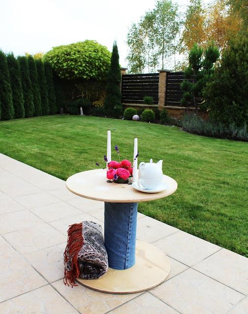 stolik na taras ze szpuli po kablach,krok po kroku DIY zrób to sam stolik na taras,blog wnętrza DIY majsterkowanie zrób to sam krok po kroku,piękny ogród