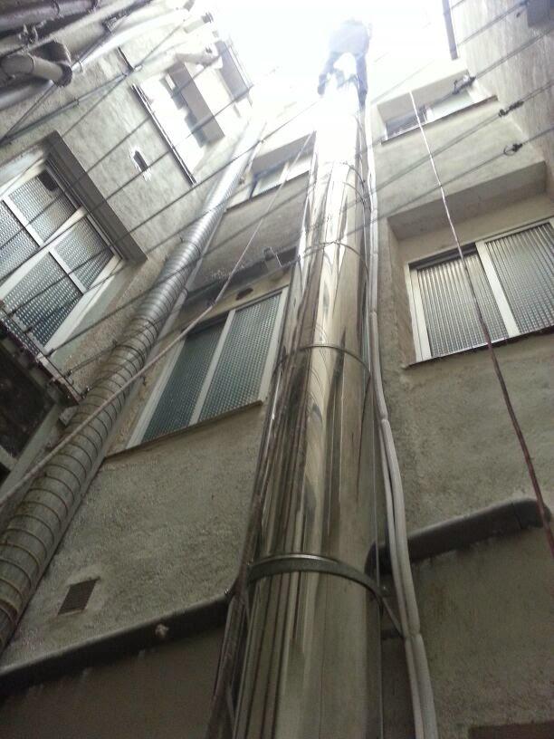 Instalacion de chimeneas en locales trabajos en vertical for Tubo extraccion humos campana