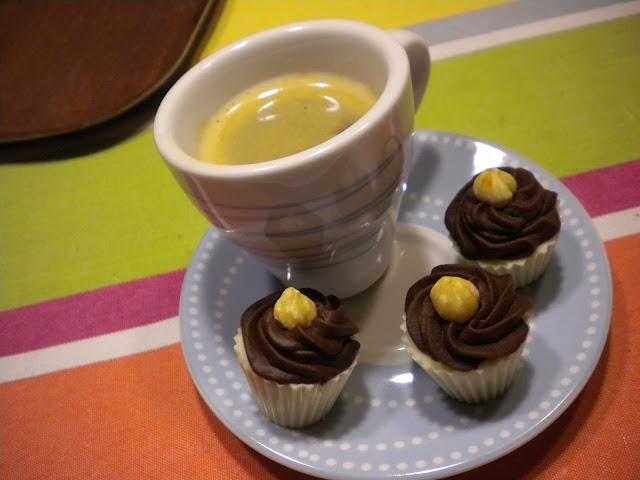 Praline au chocolat blanc, ganache café et noisette