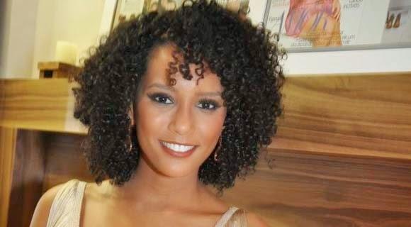 cabelo afro famosa curto