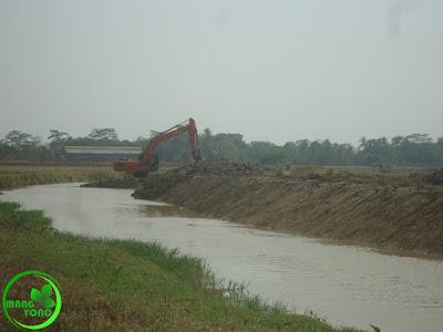 Normalisasi sungai Ciasem pada belokan sungai dusun Gardu.