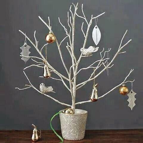 Icono interiorismo arboles de navidad hechos con ramas secas for Ramas blancas decoracion