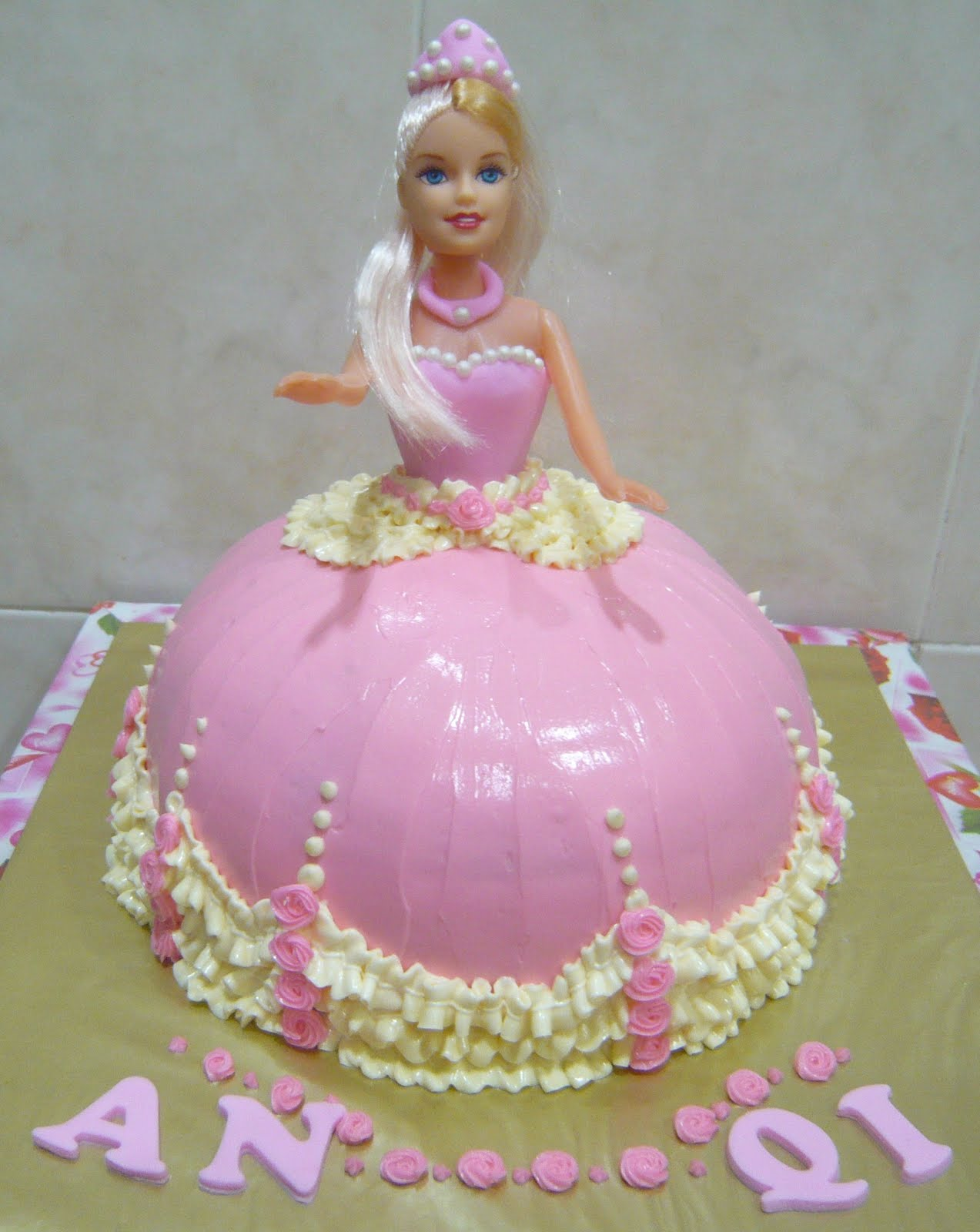 Princess Doll Cake Pictures : Jenn Cupcakes & Muffins: Princess Doll Cake for An Qi