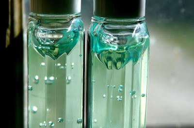 penggunaan hand sanitizer yang berlebihan bisa menyebabkan tangan kering dan keriput