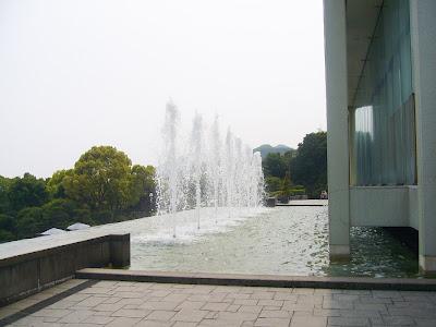 兵庫県・須磨離宮公園 王侯貴族のバラ園 噴水