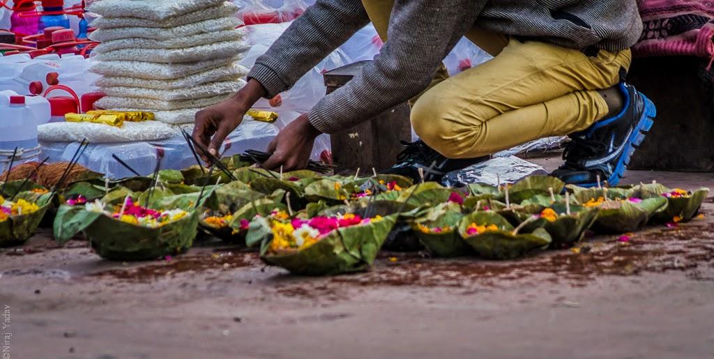 phoolwala in Haridiwar ghat