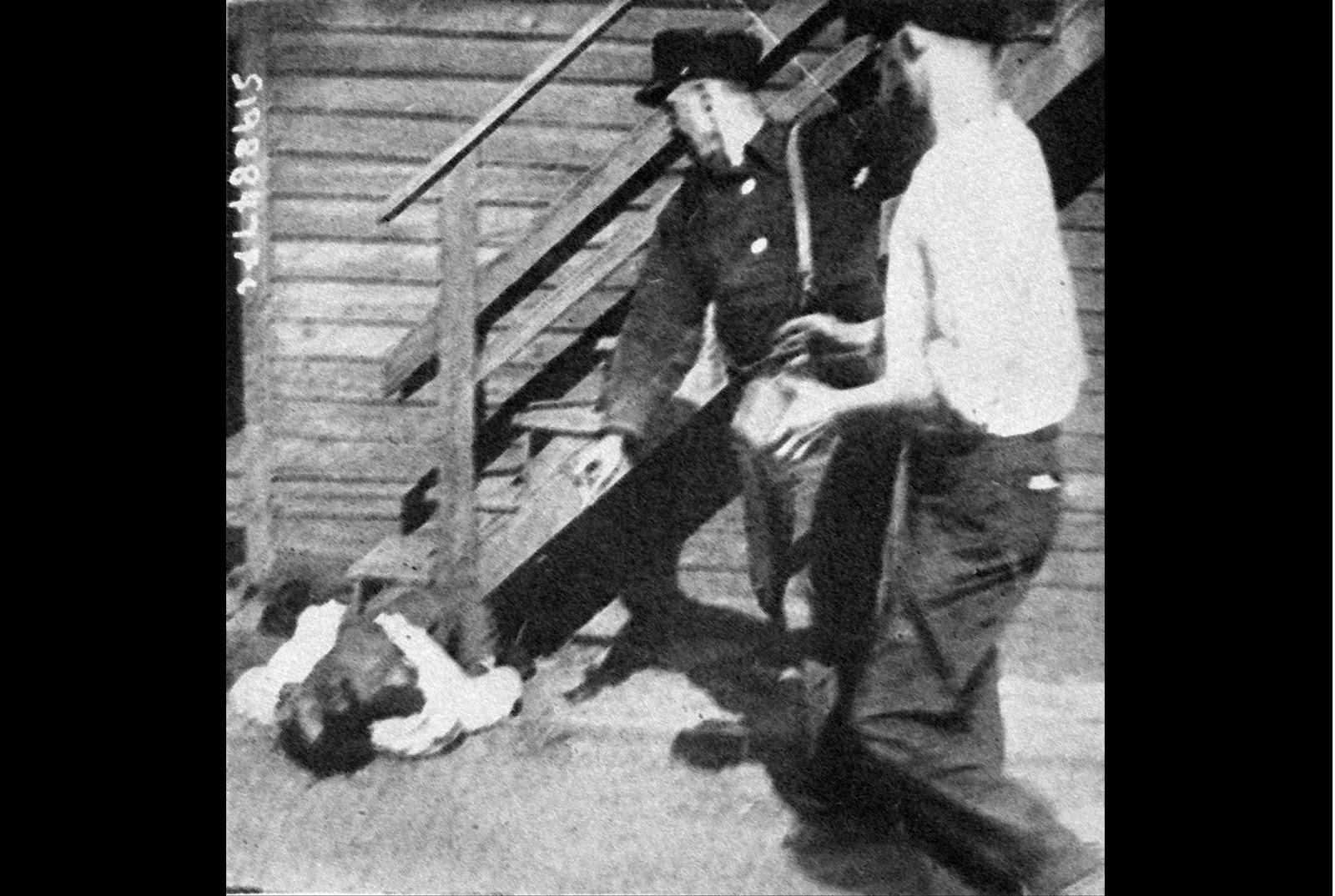 Фото как издеваются над девушками, Секс издевательства над пленными голыми девушками 3 фотография