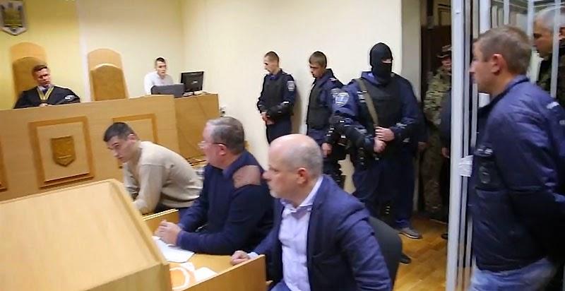 """Бойцов батальона """"Айдар"""", задержанных милицией по подозрению в похищении человека, суд отпустил под залог после вмешательства гражданских активистов."""