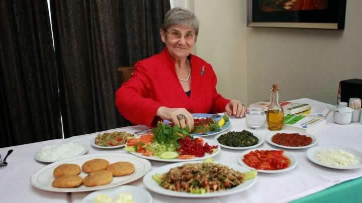 Türk milleti 8 12 öğün besleniyor enine büyüyor