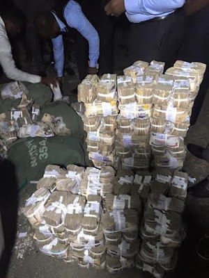 Armed robbers on-the-run abandons N137M stolen cash in PH, see!