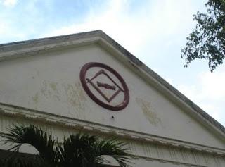RESENSI DAN TINJAUAN KRITIS TERHADAP NOVEL THE JACATRA SECRET Lambang+freemasonry