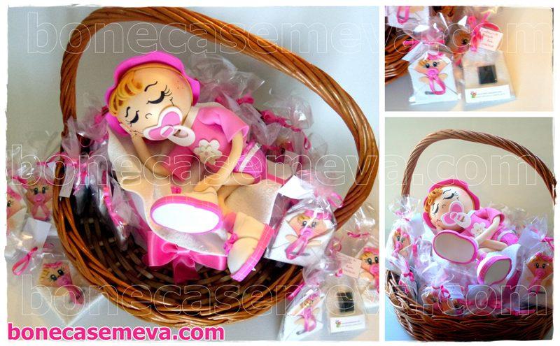 lembranças de batizado fraldinhas com íman em tons de rosa e branco