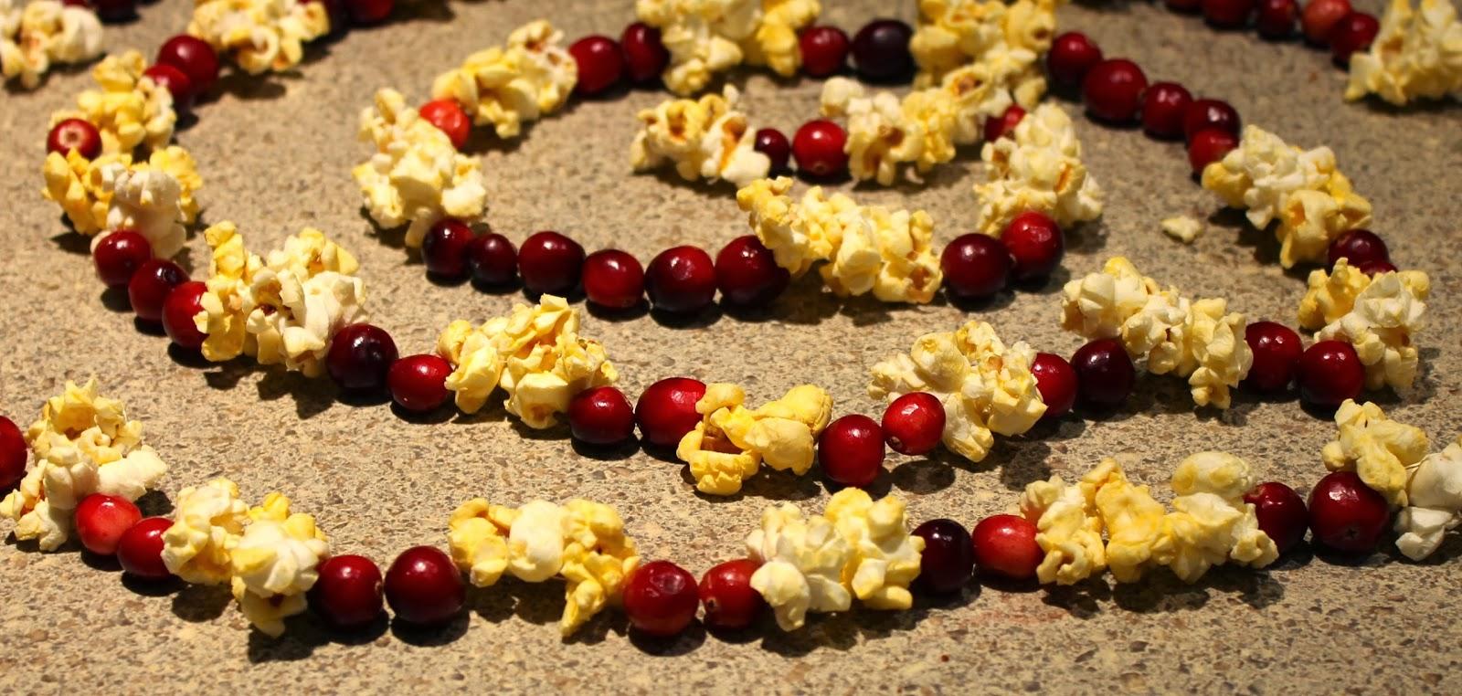 christmas cranberry popcorn garland
