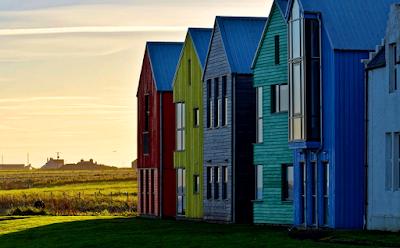 pemandangan rumah warna-warni indah