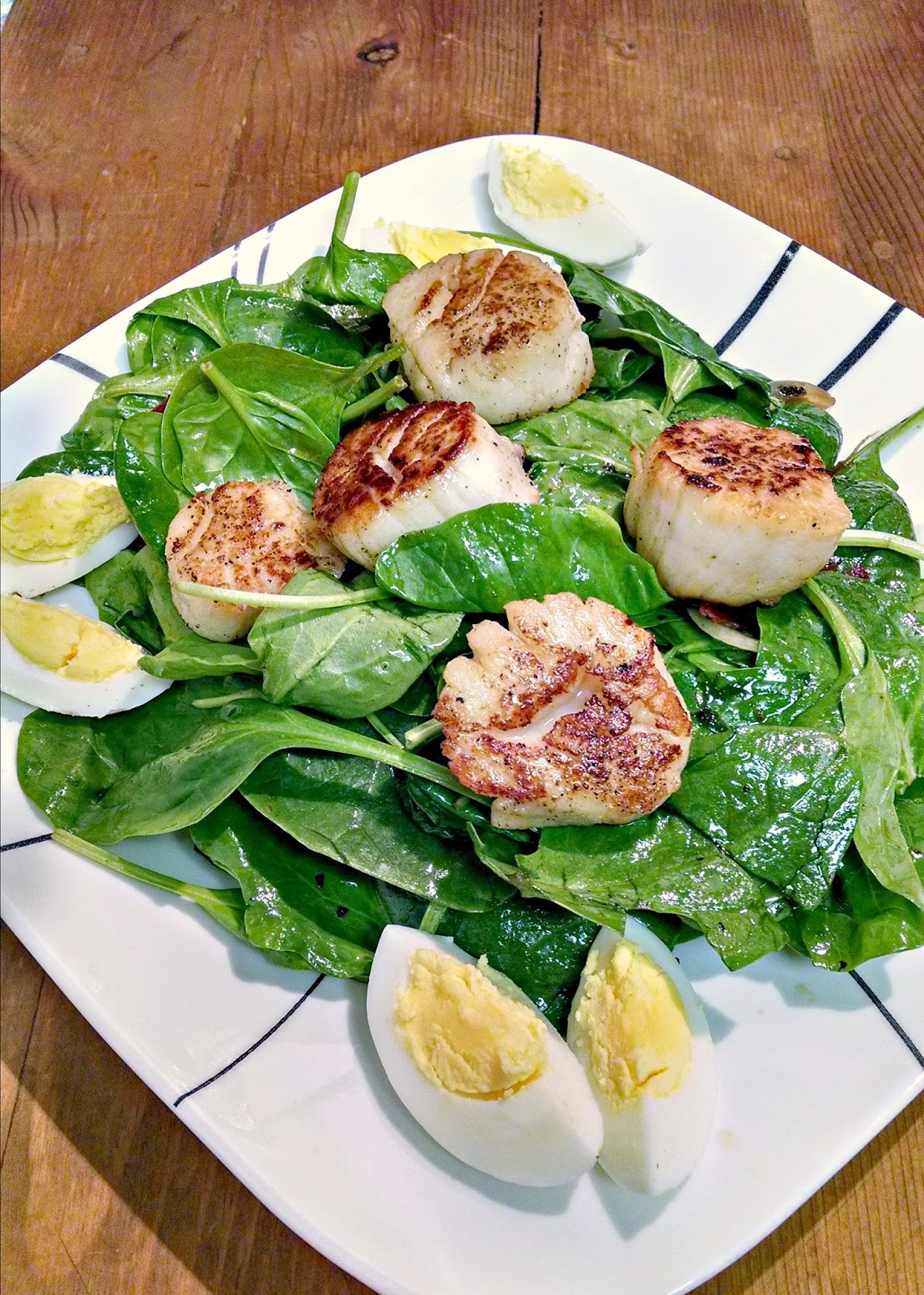 A Kitchen Hoor | Wilted Spinach Salad with Pan Seared Scallops @flowerfroggirl