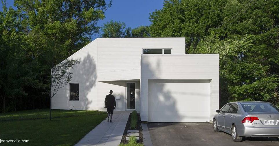 Arquitectura de casas moderna casa de madera blanca de for Casas blancas modernas