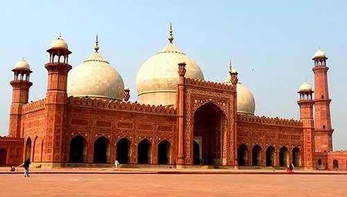 Badshahi Masjid In Lahore Pakistan