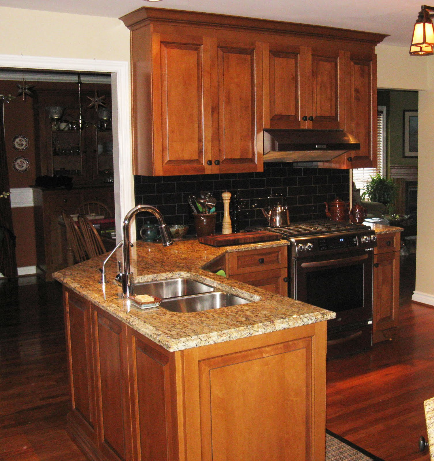 FIVE STAR PHOTO GALLERY: Maple Cabinets. Full resolution‎  pic, nominally Width 1506 Height 1600 pixels, pic with #AD4B1E.