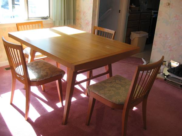 Oak Dinning Rm Table And Chairs
