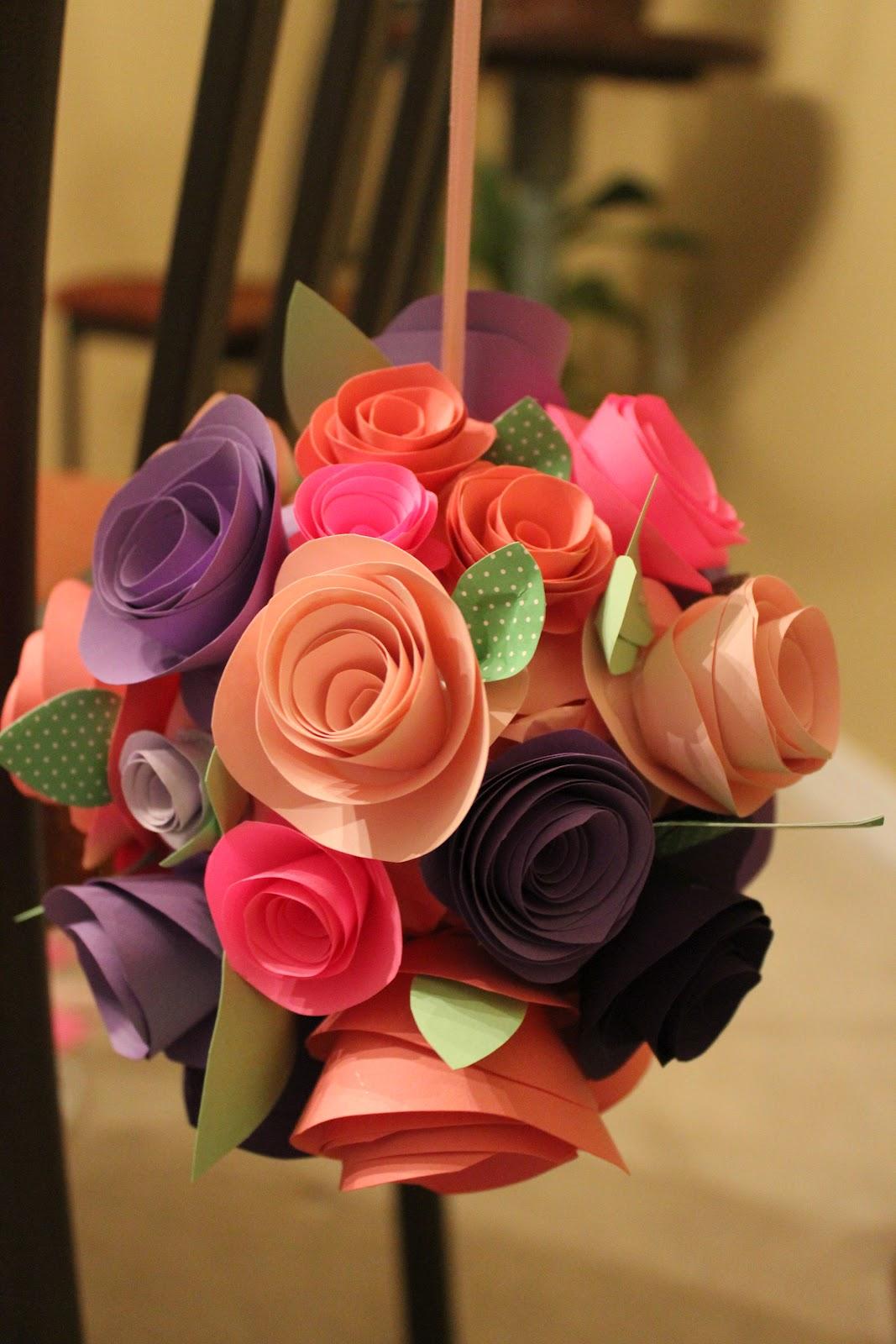 Огромные цветы из цветной бумаги своими руками