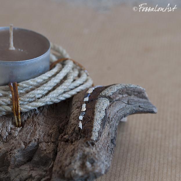 Portacandele in legno, corda e frammenti di conchiglie