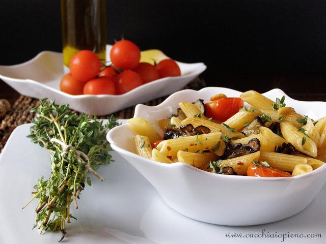 macarrão com berinjela e tomatinho