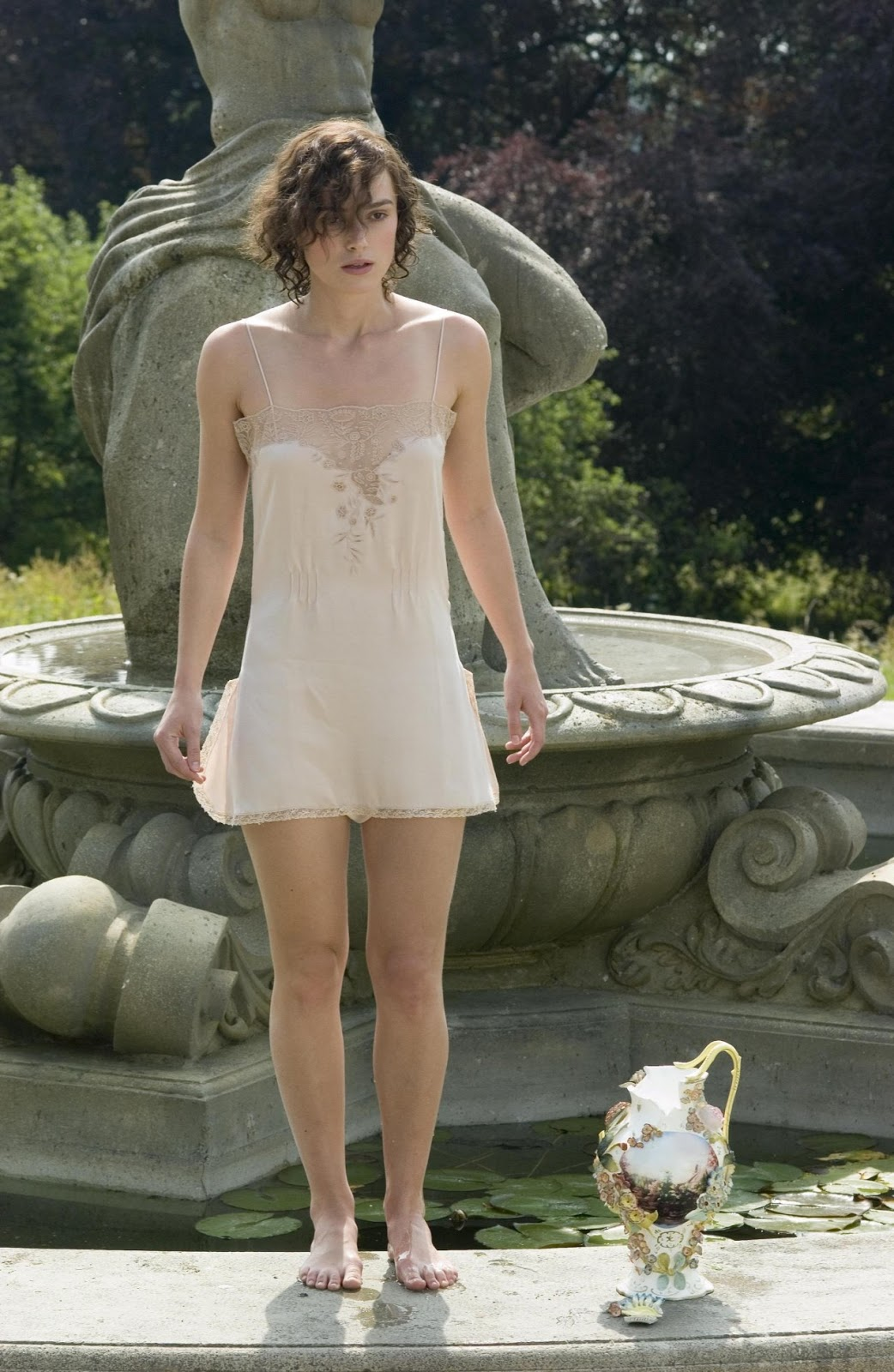 http://4.bp.blogspot.com/-f2H8RXem0xA/ThIS76Rx5JI/AAAAAAAAAPw/yfKIoisoPFs/s1600/Keira-Knightley-Feet-215623.jpg