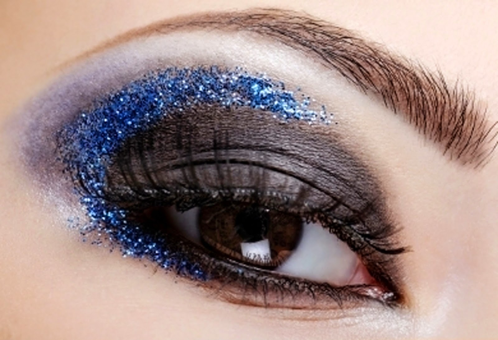 Latest Fashion World Beautiful Eyes Makeup Photo 2014