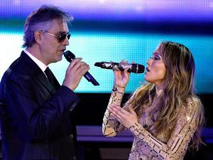 Andrea Bocelli y Jennifer Lopez