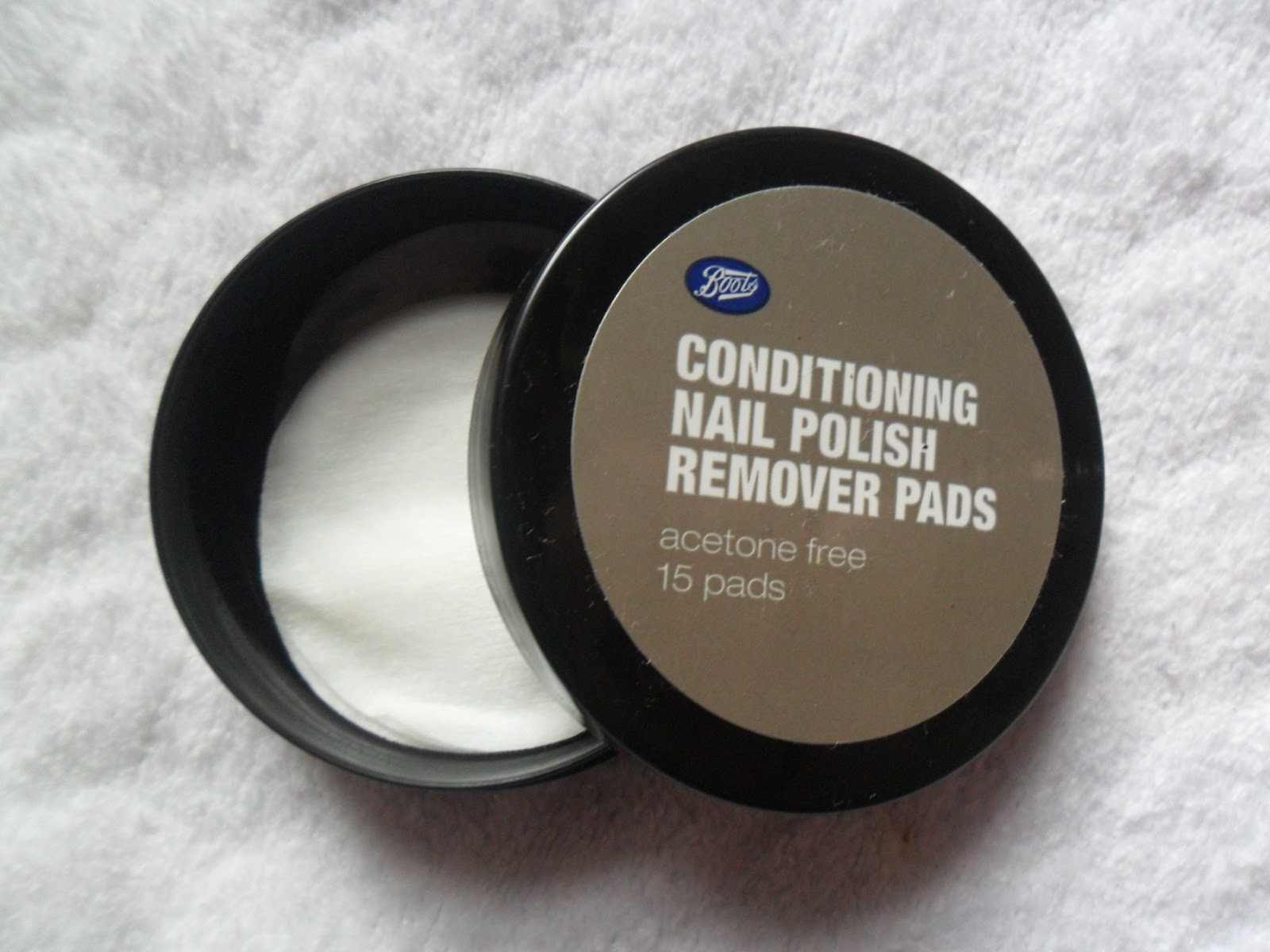 Ace Stace Beauty: Boots Conditioning Nail Polish Remover Pads - Beware!