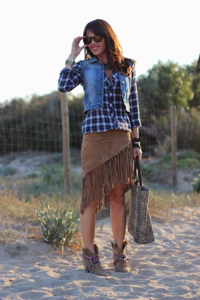 Falda flecos - camisa cuadros - chaleco denim