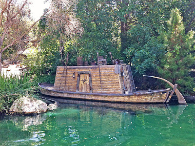 Mike Fink Keelboat Disneyland Gullywhumper river Davy Crockett