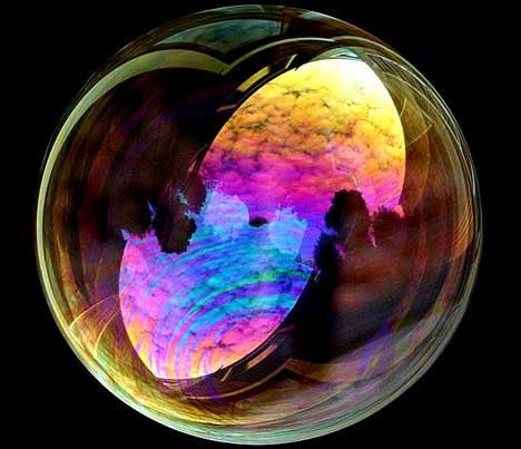 """""""Existem dois modos de se propagar a luz: ser a vela, ou ser o espelho que a reflete."""" (Edith Whart"""