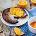 Czekoladowy dutch baby z karmelizowanymi pomarańczami