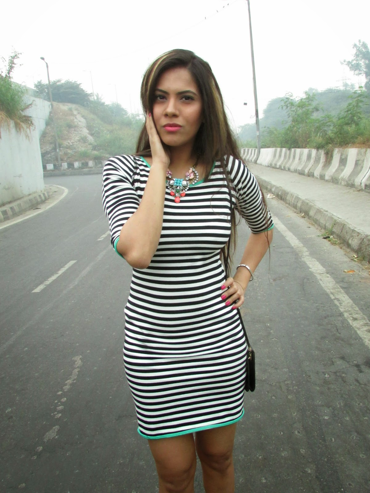 fashion, strips, strips dress, bodycon dress, bodycon strip dress, yoyomelody, yoyomelody review, black white strip dress, Elastic Bodycon Half Sleeve Short Stripe Dress, how to wear strip dress for fall, strip dress for winters, strip dress for fall,