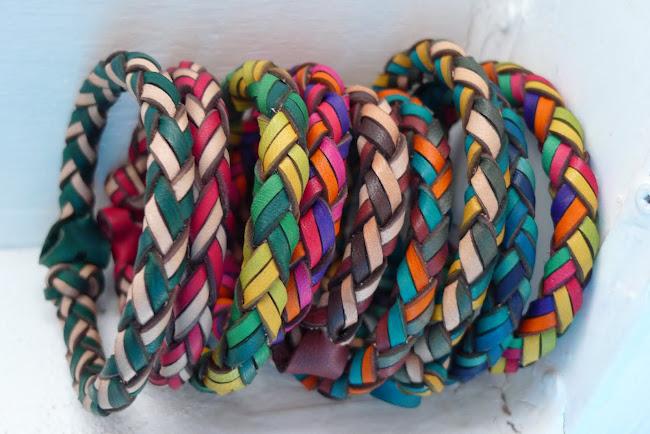 四つ編みブレスレット