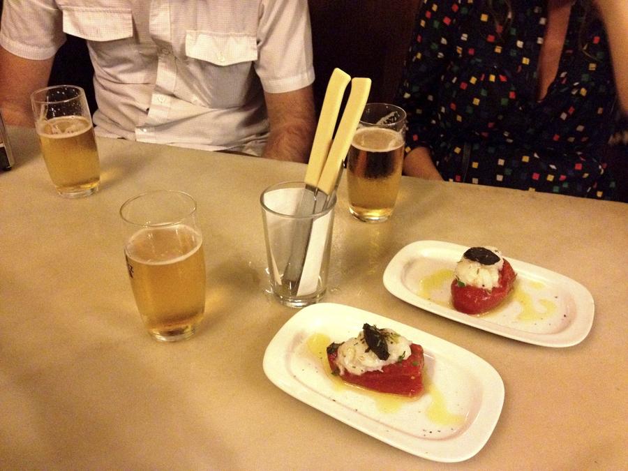 Bodacious bodega quimet gracia barcelona tapas de las for Tapas faciles y buenas