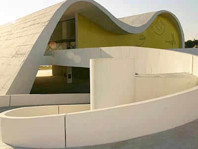 Truffe et compagnie oscar niemeyer jeu cherchez l intrus for Architecture utopiste