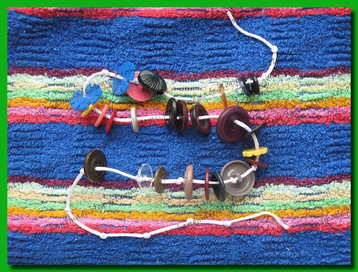 Развивающий шнурок из пуговиц