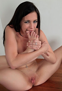 Naughty Girl - rs-ver090MAR_280227115-771385.jpg