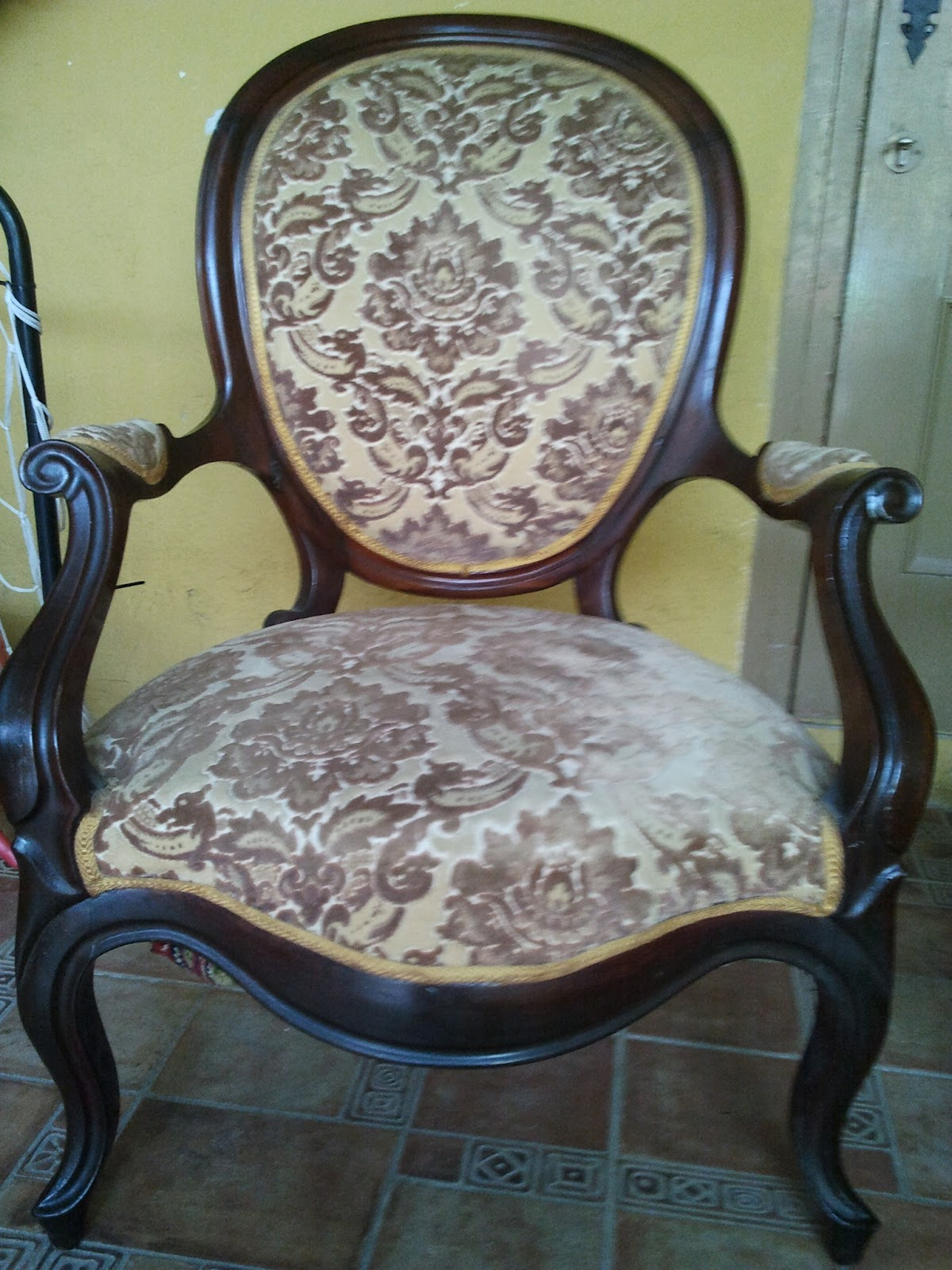 Regalando historia sillones de caoba for Sillones antiguos tapizados