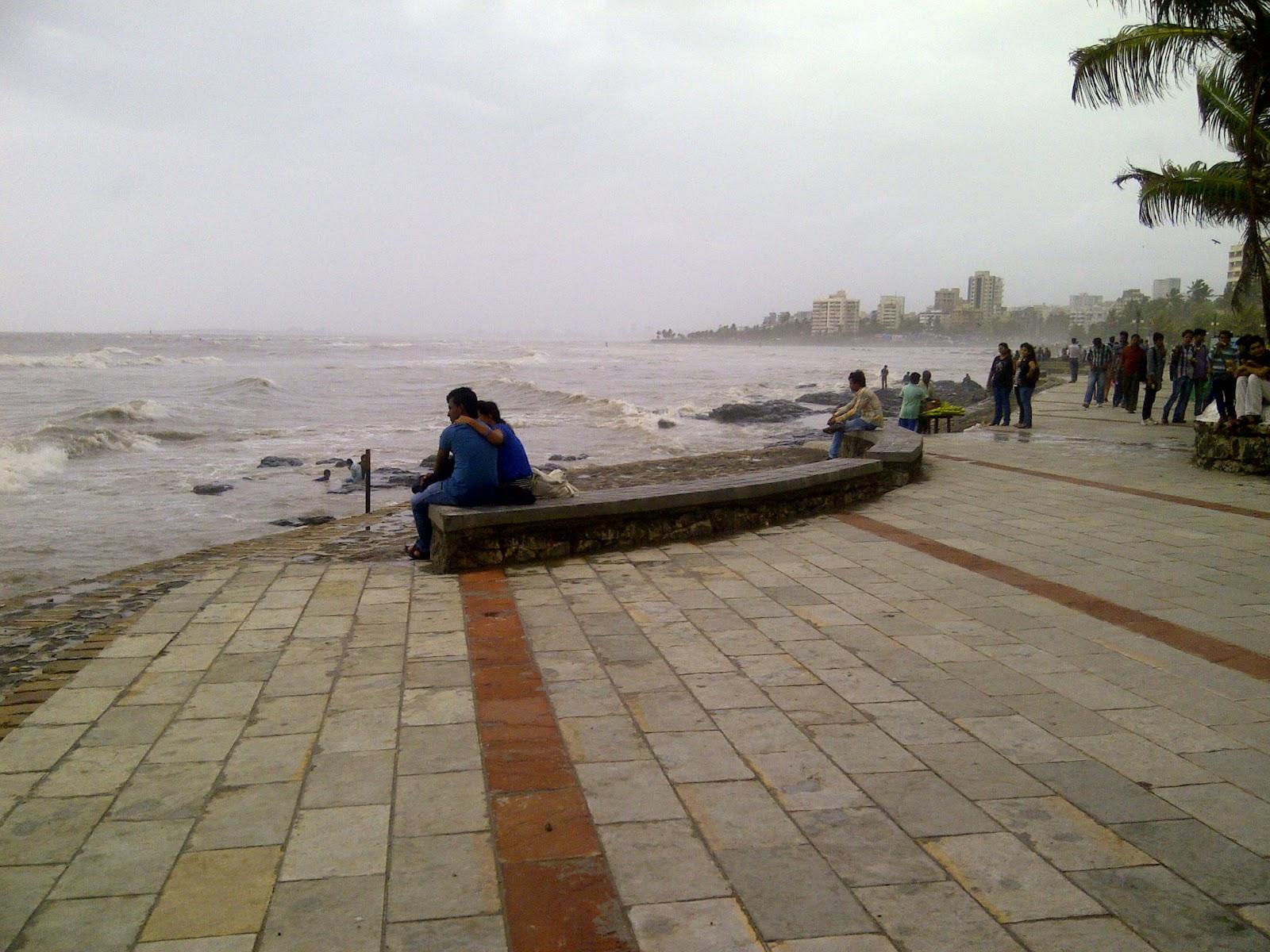 Mumbai romantic places , Bandra Bandstand
