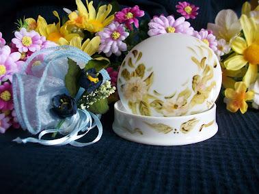 Bomboniera economica: portagioie grande con fiore bianco con dedica 12€