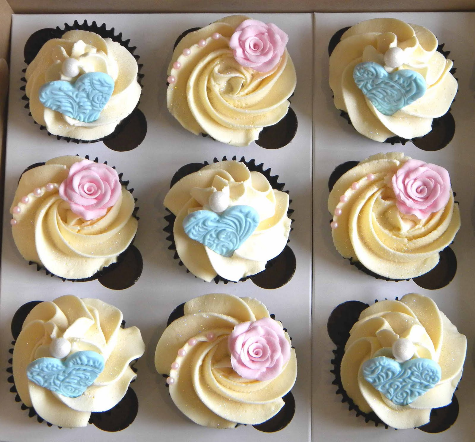 Cupcake Decorating Ideas With Buttercream Icing : BITE ME CUPCAKES and WRAPPERS: Birthday cupcakes