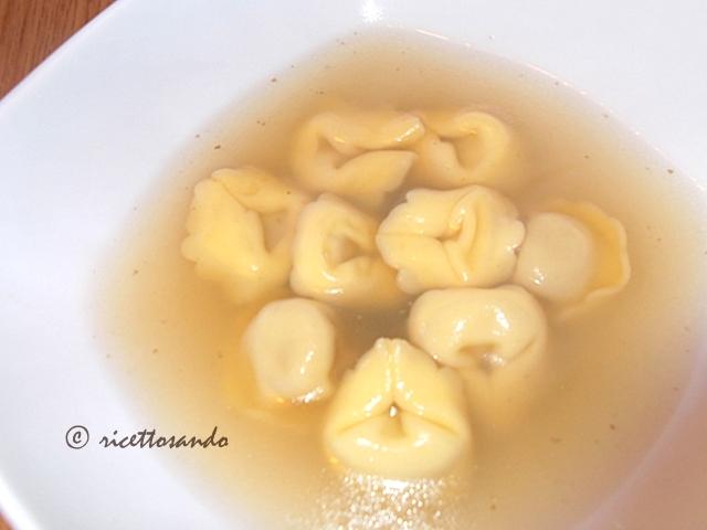Tortellini in brodo ricetta di pasta fatta in casa farcita